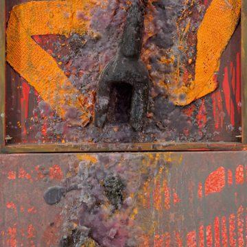 No. 6 / 12.2012 / Acryl, Pigmente, verkohlte Holzfigur, Jutegewebe und Wachs auf Holz und Leinwand / 170 x 40 cm